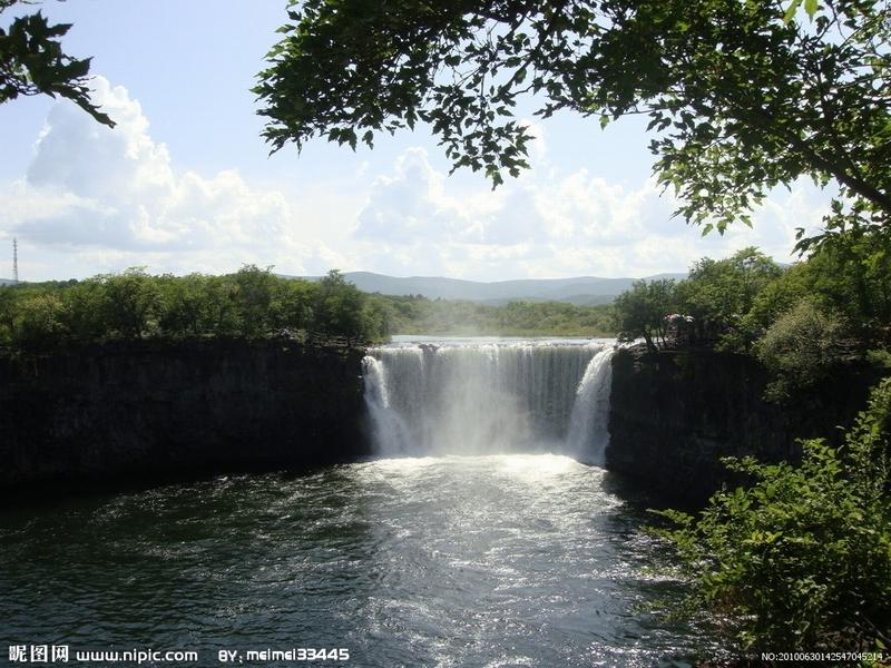 哈尔滨周边旅游 牡丹江镜泊湖两日 吊水楼地下森林 神州行旅行社