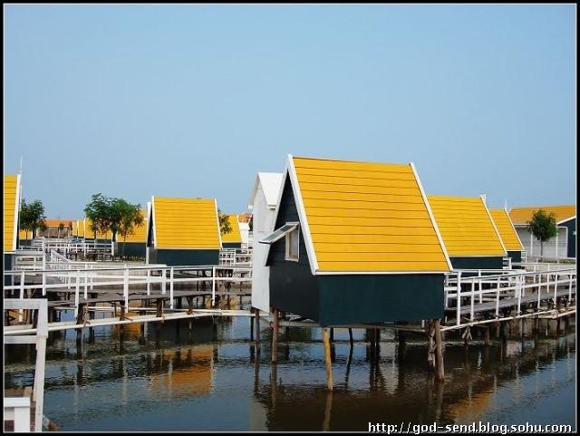 唐山景点门票信息 > 月坨岛住宿预定 荷兰小木屋 带独立卫生间连体